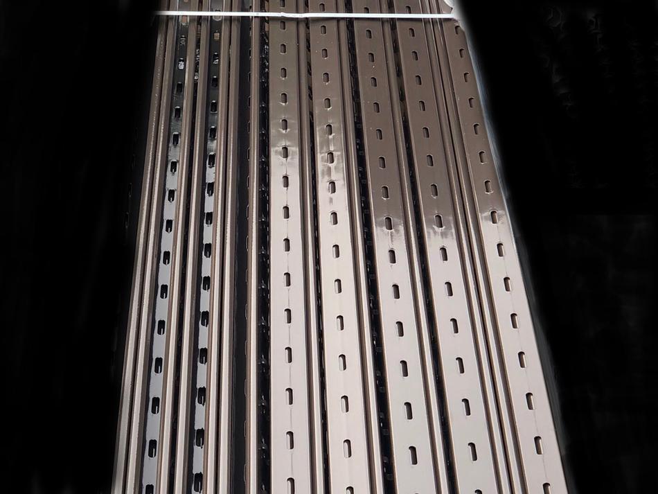Palo Tecnotestata C5(R) in acciaio pre-zincato verniciato sp. mm. 2,15 - sezione mm. 55x68
