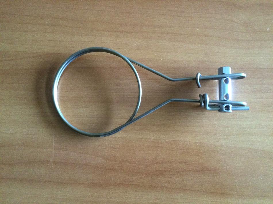 Collare tendifilo in filo doppio giro per palo in legno
