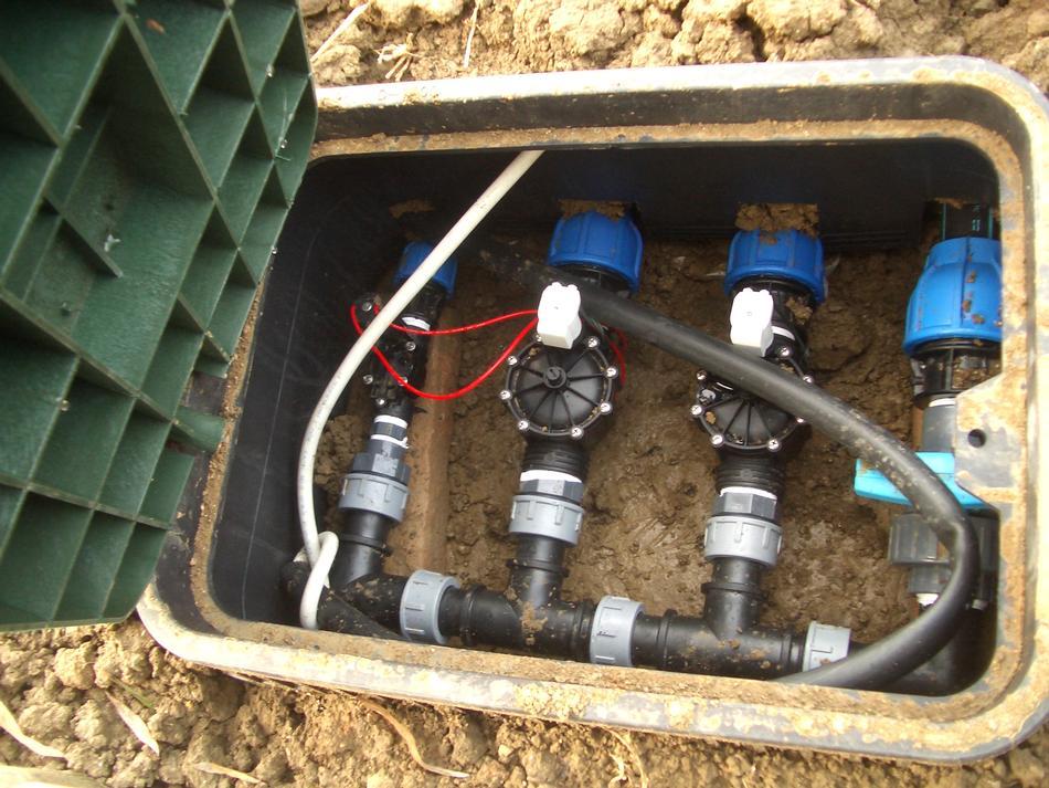 Pozzetto con elettrovalvole per il controllo automatico dell'irrigazione del giardino