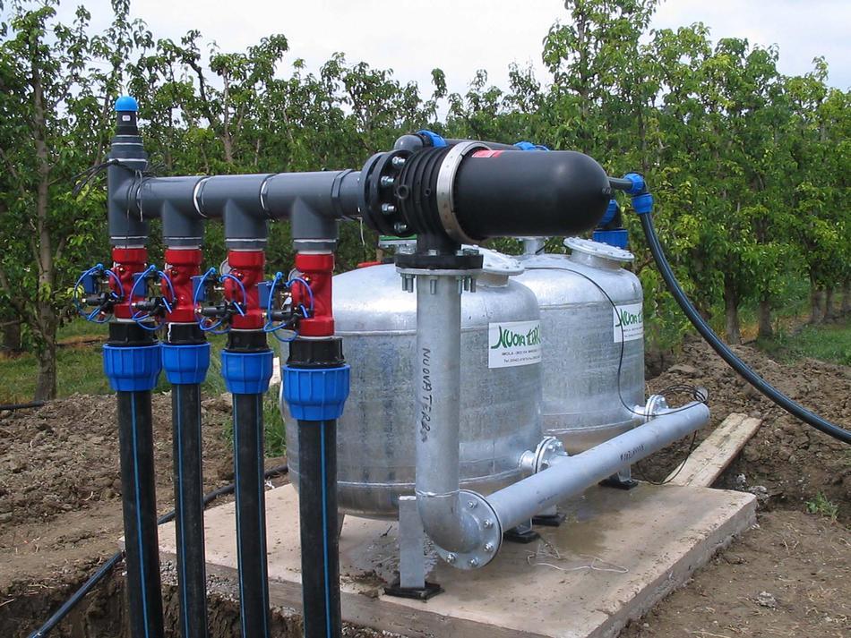 Stazione di filtrazione a graniglia con valvole di controllo settori irrigui